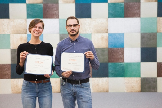 Affärsutevecklarna Lisa Braafnäs and Johan Bergström from LTU Business AB receive their certificates at the IC² Institute's course on commercialization and innovation support.